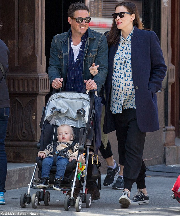 33B851D600000578 0 Picture perfect couple Liv Tyler and Dave Gardner looked the pic m 108 1462132836154